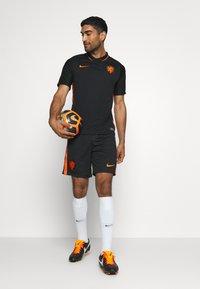 Nike Performance - NIEDERLANDE KNVB AWAY - Landslagströjor - black/safety orange - 1