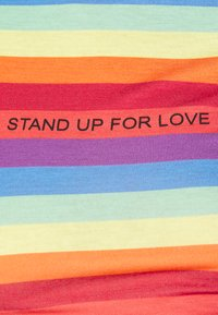 Missguided - PRIDE RAINBOW CROP TEE - T-shirts med print - multicoloured - 5