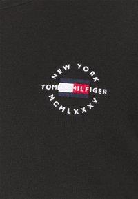 Tommy Hilfiger - CIRCLE CHEST CORP CREWNECK - Sweatshirt - black - 7