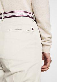 Tommy Hilfiger - SLIM PANT - Trousers - light stone - 3
