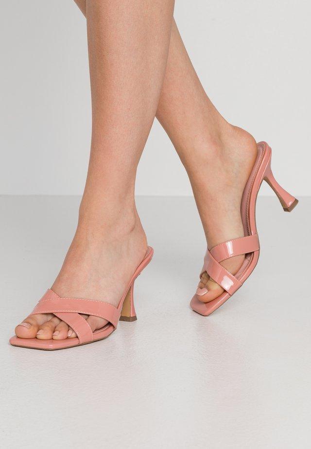 HOURGLASS HEEL MULES - Mules à talons - rose tan
