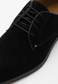 Burton Menswear London - COBURN - Sportieve veterschoenen - black - 5