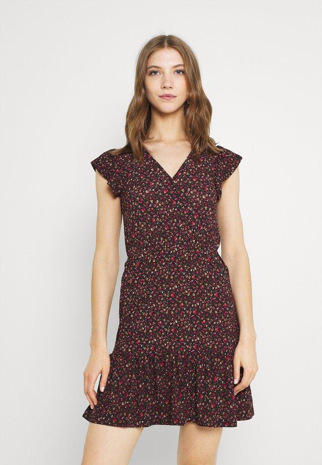 JDYGITTE SVAN CAPSLEEVE DRESS - Vestito estivo - black/pink