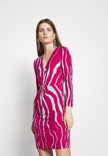 Pouzdrové šaty - magenta/mint variant