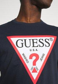Guess - ORIGINAL LOGO - T-shirt z nadrukiem - blue navy - 4