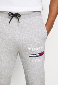 Tommy Hilfiger - GRAPHIC PANT CUFFED - Pantaloni sportivi - grey - 4