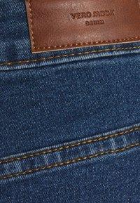 Vero Moda Petite - VMHOT SEVEN SKIRT 2 PACK - Mini skirt - medium blue denim/bright white - 3
