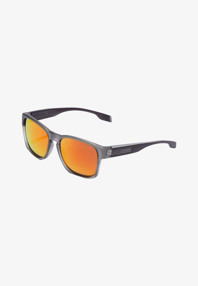 CORE - Solglasögon - grey