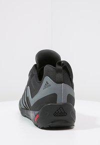 adidas Performance - TERREX SWIFT SOLO UNISEX - Lezecká obuv - black/lead - 3
