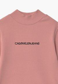 Calvin Klein Jeans - MOCK NECK - Top sdlouhým rukávem - pink - 2