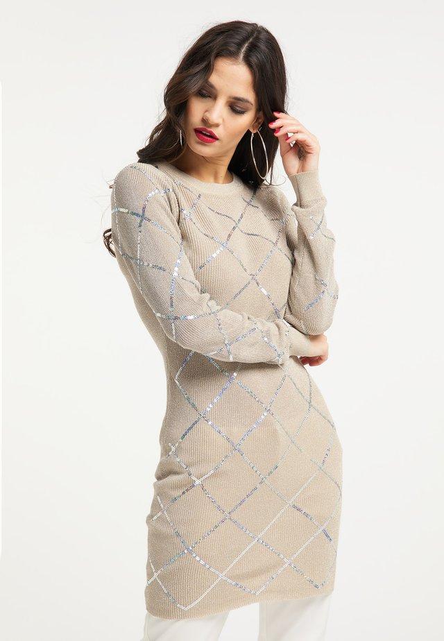 Pouzdrové šaty - beige