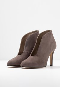 Toral Wide Fit - Ankle boots - light grey - 4