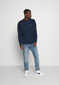 Tommy Jeans - CLASSICS CREW - Sweater - twilight navy - 1