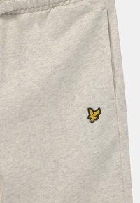 Lyle & Scott - CLASSIC  - Shorts - mottled light grey - 2