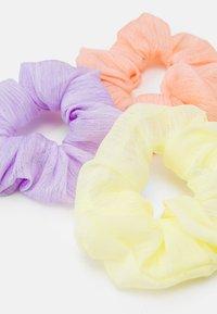 Fire & Glory - SCRUNCHIE 3 PACK - Příslušenství kvlasovému stylingu - purple heather/yellow/coral - 1