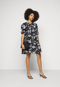 Vero Moda Petite - VMASIA DRESS  - Sukienka letnia - black - 1