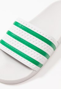 adidas Originals - ADILETTE - Pantofle - dash grey/green - 5
