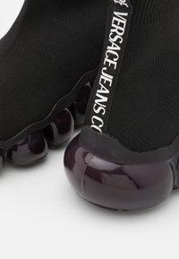 Versace Jeans Couture - Vysoké tenisky - black - 6