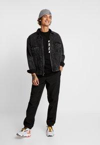 FAKTOR - KNOXX TEE - T-shirt - bas - black - 1