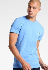 Lacoste - T-shirt basic - blue lagoon chine - 0