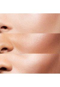 Bobbi Brown - GET GLOWING FACE & LIP SET - Makeup set - - - 3