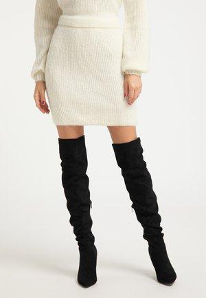Pouzdrová sukně - wollweiss