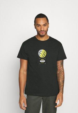 NEW IDOLS TEE - Print T-shirt - black