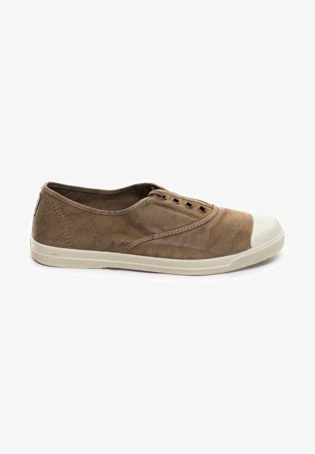 Zapatos con cordones - marrón