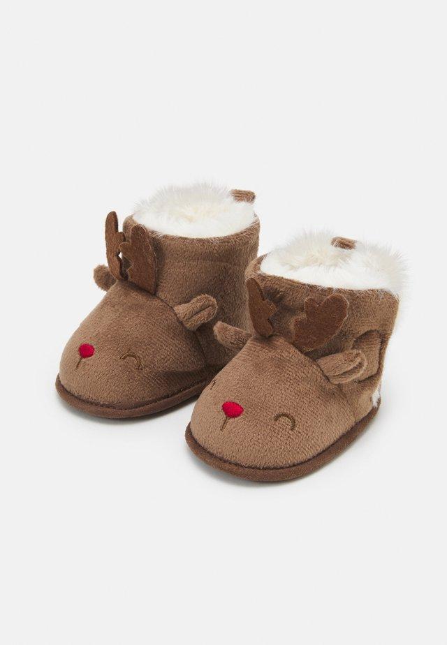 BOOTS - První boty - carob brown