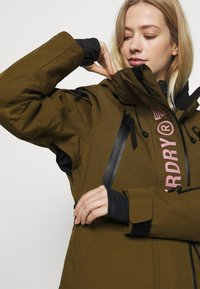 Superdry - ULTIMATE RESCUE JACKET - Skijakke - dusty olive - 4