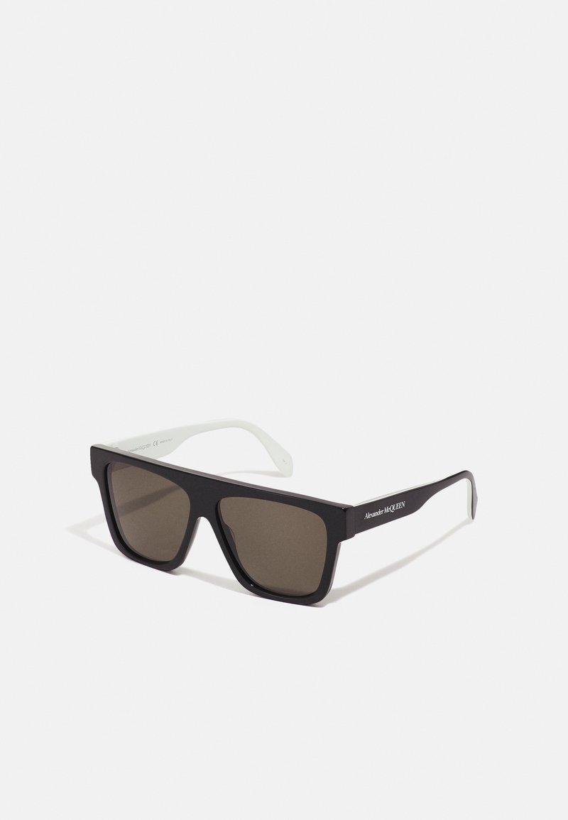 Alexander McQueen - UNISEX - Occhiali da sole - black/green