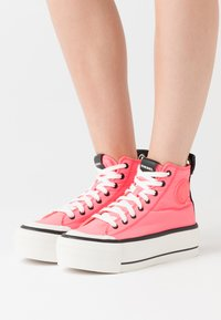 Diesel - ASTICO S-ASTICO MC WEDGE SNEAKERS - High-top trainers - pink - 0