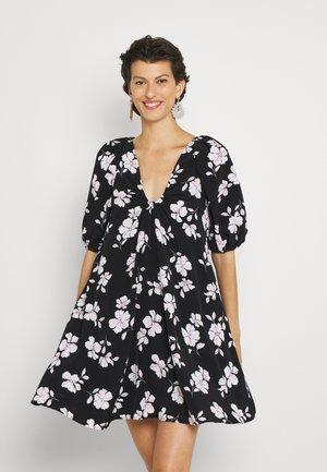 DANA DRESS TRAPEZE MINI WITH SCOOP NECKLINE - Denní šaty - black