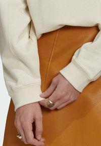 adidas Originals - ADICOLOR ESSENTIALS SWEATSHIRT - Sweatshirt - white - 5