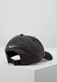 Nike Sportswear - AIR - Kšiltovka - black/white/carbon heather - 3