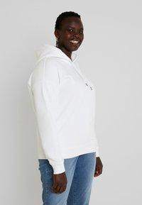 Urban Classics Curvy - Bluza z kapturem - white - 0