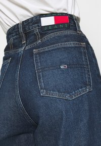 Tommy Jeans - MOM - Relaxed fit jeans - deep blue - 5