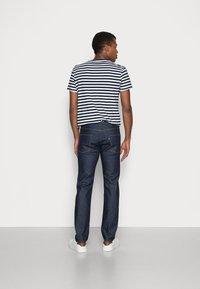 Levi's® Made & Crafted - LMC 502™ REGULAR TAPER - Straight leg jeans - lmc resin rinse stretch - 2