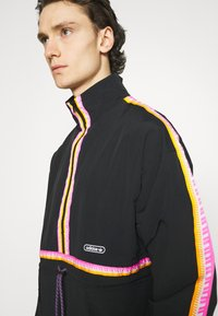 adidas Originals - TAPED ANORAK UNISEX - Windbreaker - black - 3