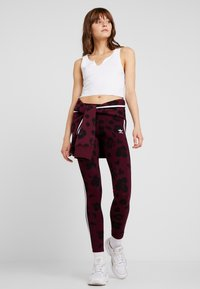 adidas Originals - BELLISTA ALLOVER PRINT TIGHT - Leggings - maroon black - 1