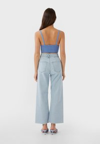 Stradivarius - NAHTLOSE CROPPED 01164837 - Flared jeans - blue - 2