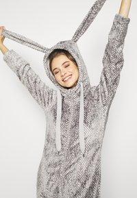 Hunkemöller - ONESIE HERRINGBONE - Pyjamas - warm grey melee - 3