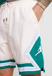 Jordan - DIAMOND POOLSIDE  - Shorts - crimson tint/mystic green/white - 5
