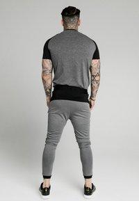 SIKSILK - ENDURANCE GYM TEE - T-shirt con stampa - black/grey - 2