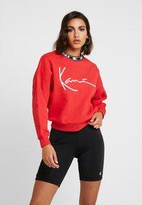 Karl Kani - SIGNATURE CREW - Sweatshirt - red/white/black - 0