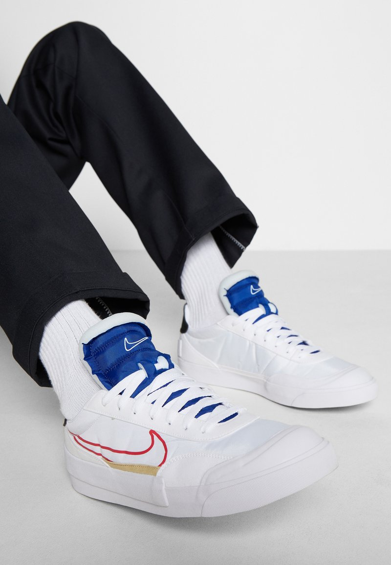 Nike Sportswear - DROP-TYPE HBR - Sneakersy niskie - white/university red/deep royal blue/black/team gold
