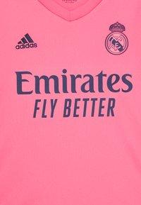 adidas Performance - REAL MADRID SPORTS FOOTBALL UNISEX - Klubové oblečení - pink - 2