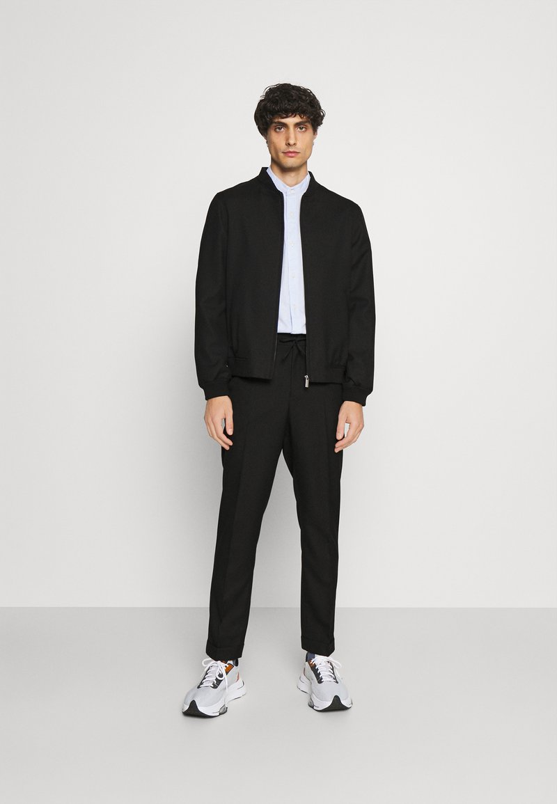 Isaac Dewhirst - LIGHTWEIGHT & DRAWCORD TROUSERS - Pantalon classique - black