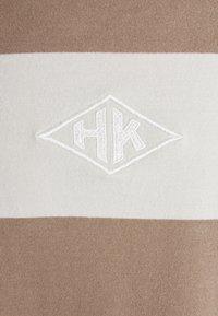 Han Kjøbenhavn - BOXY TEE LONG SLEEVE - Long sleeved top - offwhite - 5