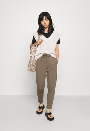 ONLPOPTRASH EASY COLOUR PANT - Pantalon classique - bungee cord